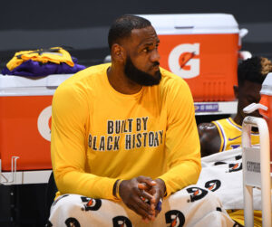 """Lakers """"thiệt quân"""" sau thất bại cay đắng: LeBron James sẽ nghỉ đấu, Alex Caruso chấn thương!"""