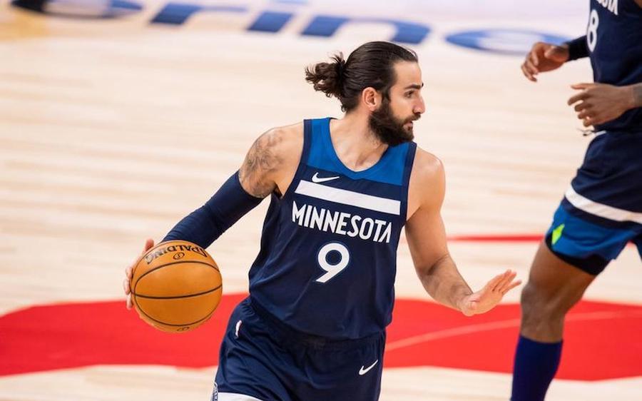 Read more about the article ĐANG TOẢ SÁNG TẠI OLYMPIC, RICKY RUBIO BẤT NGỜ NHẬN TIN TRADE TỪ NBA